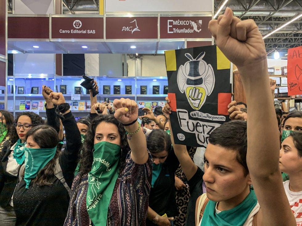 Protesta feminista en la Feria Internacional del Libro de Guadalajara (México).