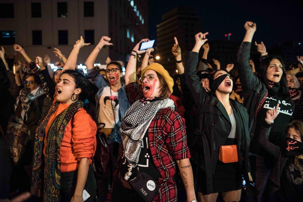 Mujeres libanesas se sumaron este sábado en Beirut al grito de guerra de Las Tesis chilenas para denunciar el acoso sexual y la violencia de género en el país.