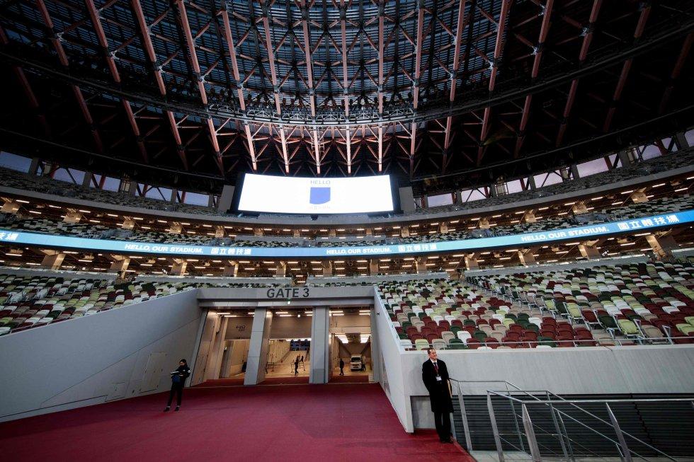 Construido en el emplazamiento del antiguo estadio nacional levantado para los Juegos de 1964, este estadio de 60.000 asientos, diseñado por el famoso arquitecto japonés Kengo Kuma, se inspira en técnicas tradicionales, especialmente un uso importante de la madera.