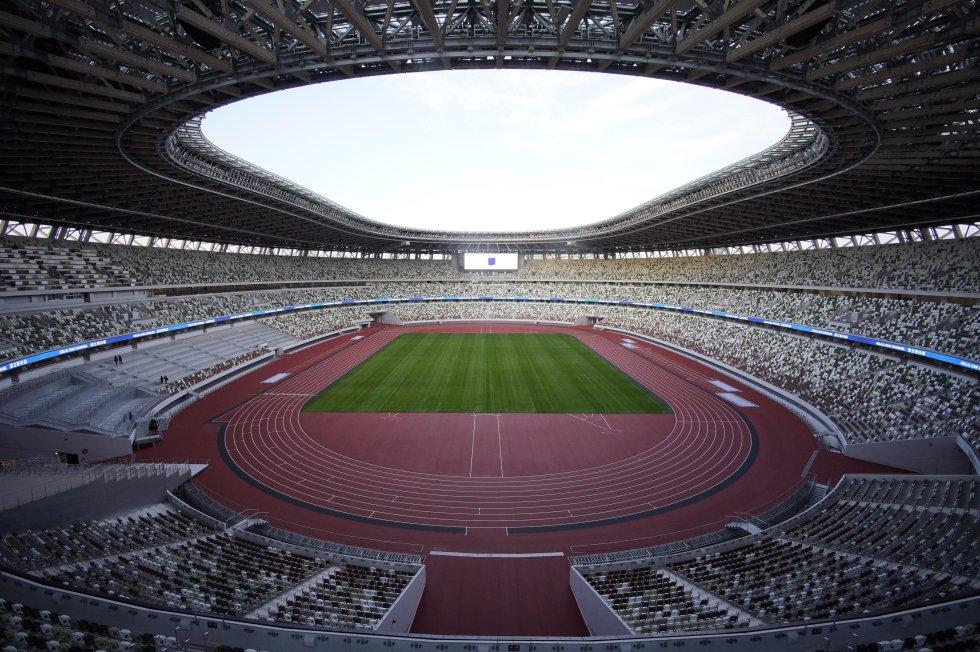 El estadio olímpico, cuyo coste se estima en 157 mil millones de yenes (1.300 millones de euros), acogerá las ceremonias de inauguración y de clausura, así como las pruebas de atletismo y algunos partidos de fútbol.