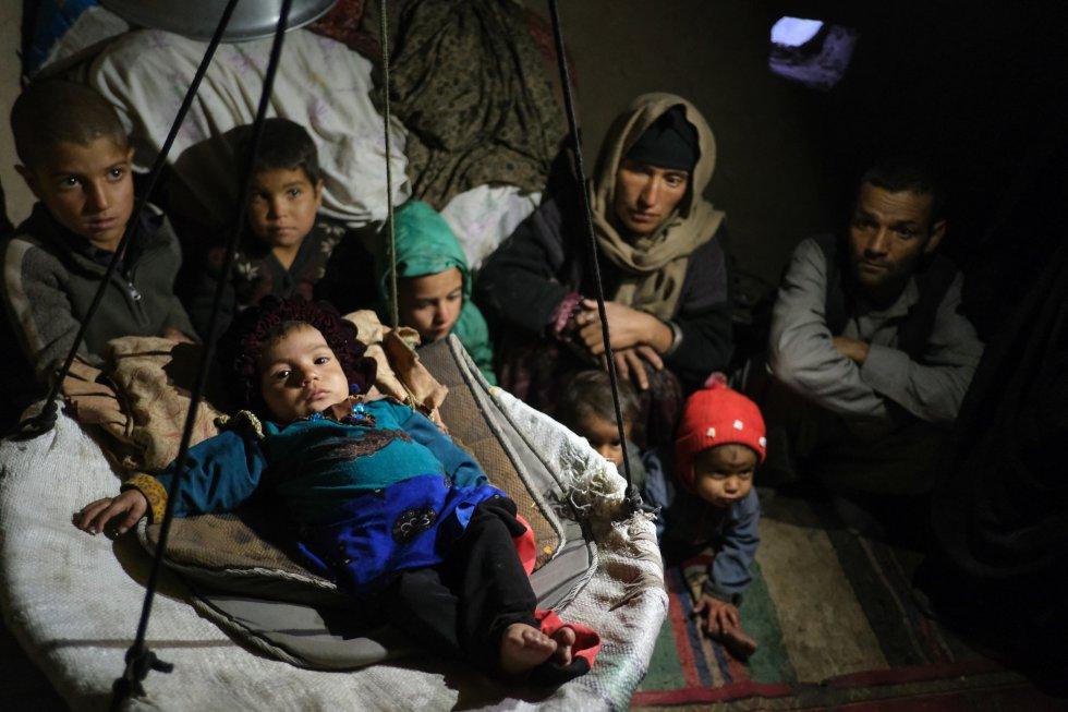 El conflicto eternizado en Afganistán ha provocado que 3,7 millones de niños no estén yendo a la escuela, una circunstancia que afecta especialmente a los menores de edad que viven en las zonas rurales. El Gobierno afgano declaró 2018 el año de la educación para subrayar la importancia de reestablecer la educación como motor para reconstruir el país.