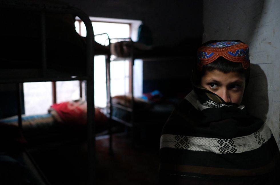 """""""Los niños, sus familias y las comunidades sufren las terribles consecuencias del conflicto todos los días. Esos mismos niños están desesperados por crecer, ir a la escuela, aprender y construirse un futuro. Podemos, y debemos, hacer mucho más para fortalecer su extraordinaria valentía y resiliencia"""", asegura la directora ejecutiva de Unicef, Henrietta Fore. En la foto uno de los huérfanos que vive en el orfanato Shaheed Abdul Ahad Khan Karzai, en Kandahar."""