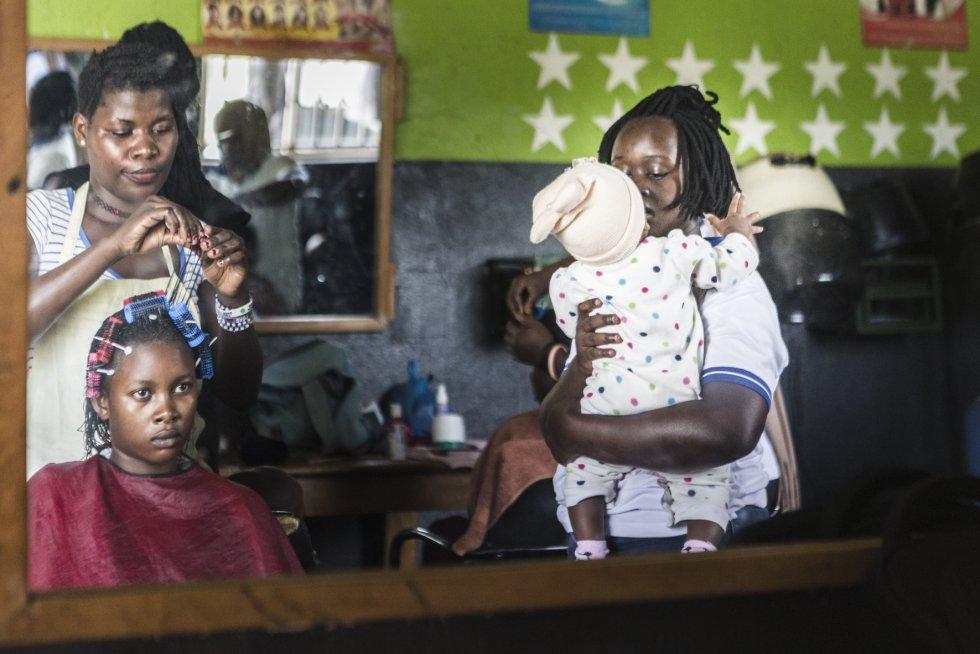 Uno de los problemas en Uganda es el alto índice de natalidad en mujeres que no cumplen la mayoría de edad. De acuerdo con el centro de estadística nacional, una de cada cuatro adolescentes, de entre 15 y 19 años, está embarazada.