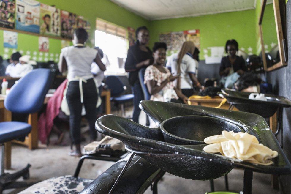 En el centro de formación, son los propios alumnos quienes deciden qué estudiar para ser profesionales en un oficio concreto y salir de la pobreza en la que se encuentran. Kampala cuenta con 47.730 huérfanos de 0 a 17 años de los que 41.848, de seis a 17 años, no están escolarizados.