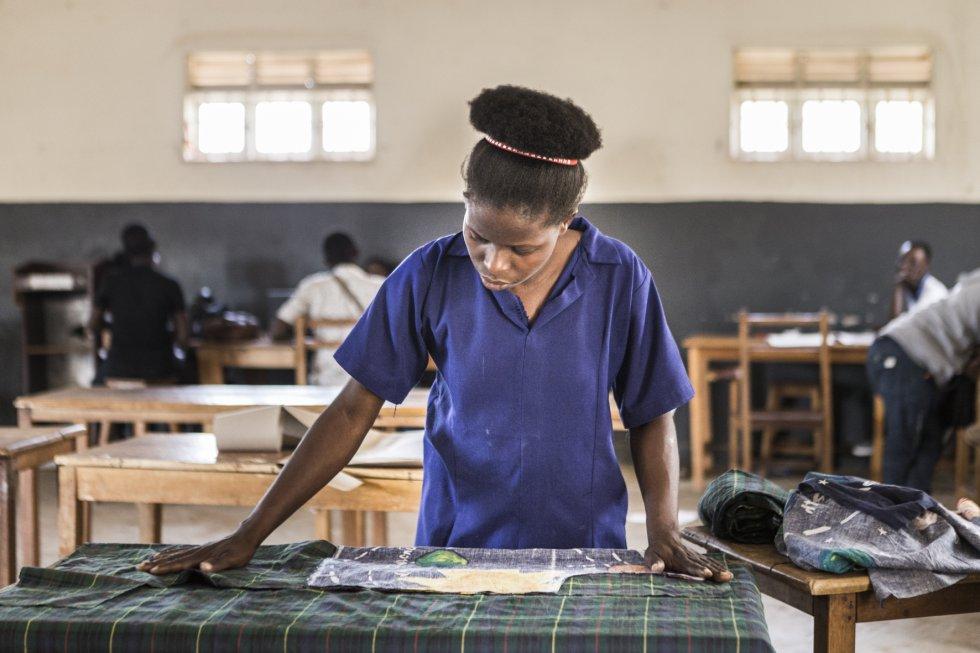 Mercy Mwagala es una estudiante keniana de Moda y Diseño. Lleva dos años en la escuela, donde también reside. Sus padres, que viven en Kenia, pagan la matrícula del curso.