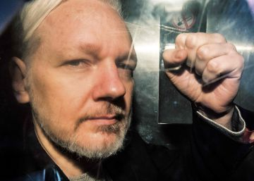 Three protected witnesses accuse Spanish ex-marine of spying on Julian Assange