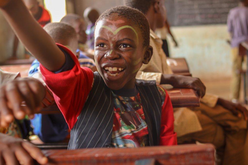 El 51,7% de los niños malienses deja la escuela antes de entrar en segundo ciclo, según un informe de Unicef. Al abandono escolar hay que sumarle la falta o ausencia de formación del profesorado y los métodos arcaicos de educación utilizados.