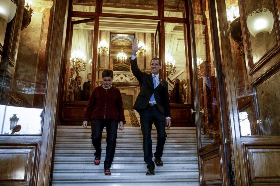 Juan Guaidó y la ministra de Asuntos Exteriores, Arancha González Laya, se reúnen en la Casa de América, este sábado en Madrid.
