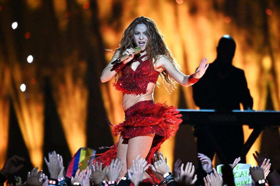 Shakira, la cantante colombiana, deslumbró a todos los presentes en el Hard Rock Stadium con fragmentos de sus grandes éxitos.