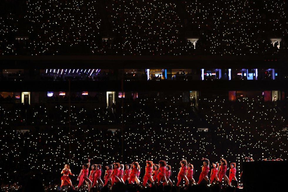 Shakira, durante el concierto que amenizó el descanso de la Super Bowl.