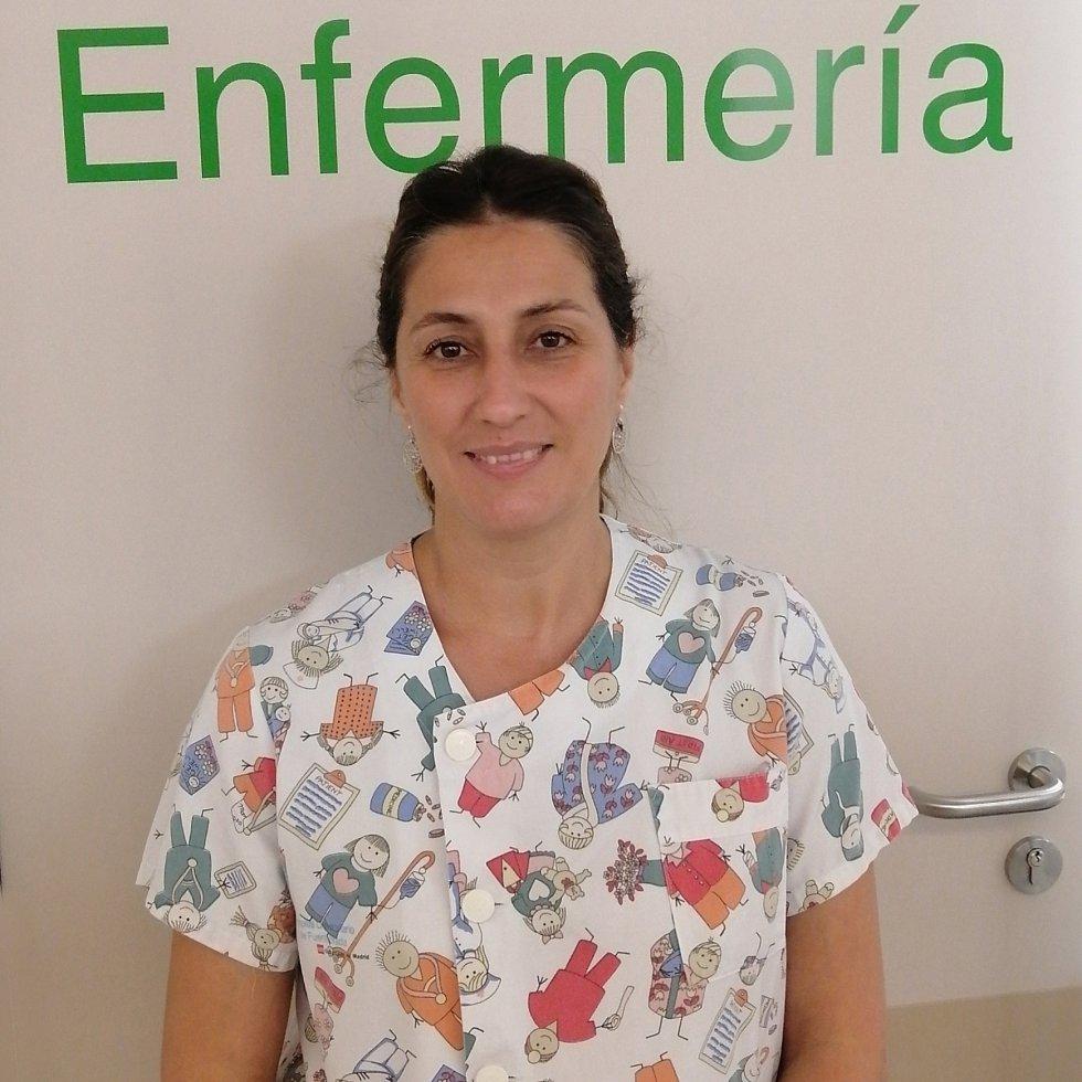 """Mercedes Angulo Luna. Enfermera de urgencias pediátricas del Hospital de Leganés (Madrid). """"Siento que estoy realizando la labor para la que he sido preparada"""", explica. """"Eso sí, uno vuelve del trabajo tenso, porque no desconecta en ningún momento""""."""