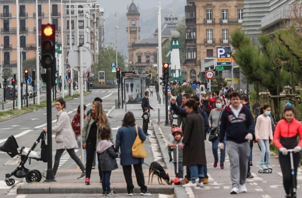 Vista del paseo de la Zurriola de San Sebastián, este domingo.