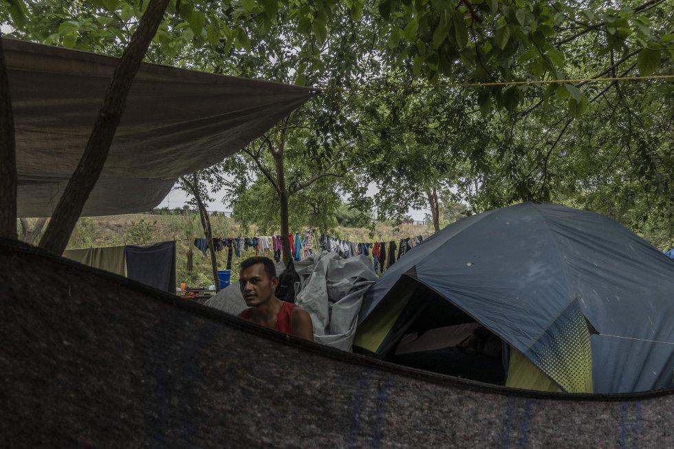 Nuhum Euceda es un salvadoreño que llegó hace siete meses a Matamoros, en Tamaulipas, con su familia. El hombre perdió su trabajo como cargador en una empacadora por la emergencia de la covid-19 y decidió migrar.