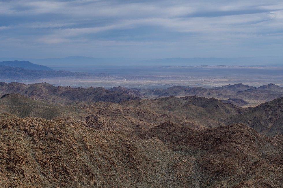 Las rocallosas montañas de La Rumorosa anuncian la llegada por carretera a Tijuana.