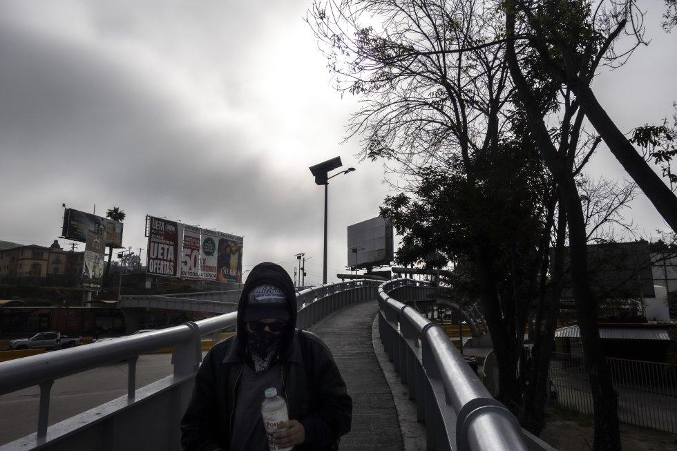 La garita de San Ysidro, el punto fronterizo que se ha señalado en varias ocasiones como uno de los lugares con mayor tráfico humano del mundo, luce completamente desolada. El tránsito en esa zona ha disminuido un 70%.