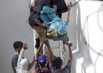 El accidente de un avión en Pakistán, en imágenes