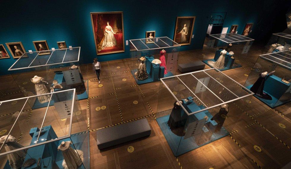 Espacios delimitados en una de las salas del museo Hermitage de Ámsterdam (Países Bajos).
