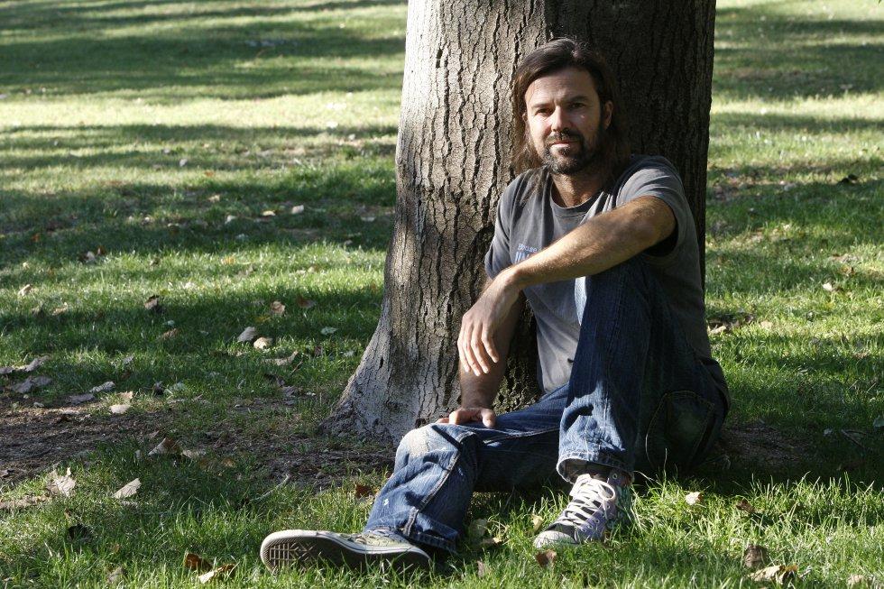 Pau Donés, líder de Jarabe de Palo, en un parque de Madrid.rn