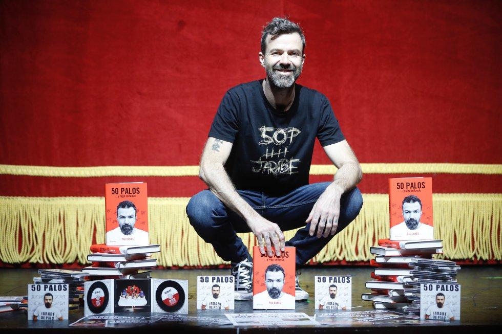Pau Donés, en la presenta de su libro '50 palos', en el teatro Alcalá de Madrid, en 2017.