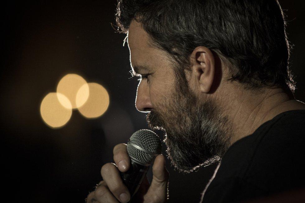 Actuación del cantante Pau Donés durante la rueda de prensa de su gira Americano 2015 Tour, en Ciudad de México, en 2015.