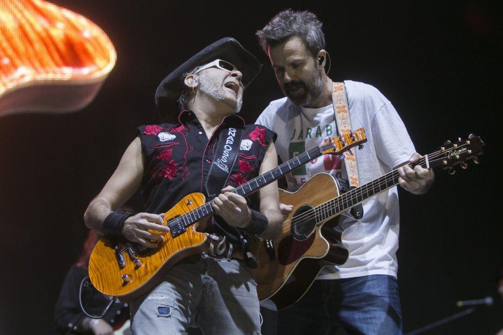 Pau Dones (a la izquierda), en momento de su actuación en Vive Latino en Ciudad de México, en 2017.