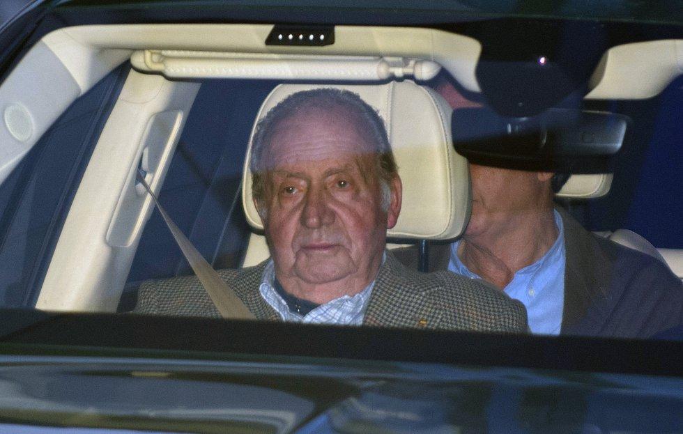 Juan Carlos I el rey que mataba elefantes junto a su amante Corinna y recibía dinero de los Saudíes, salió de España