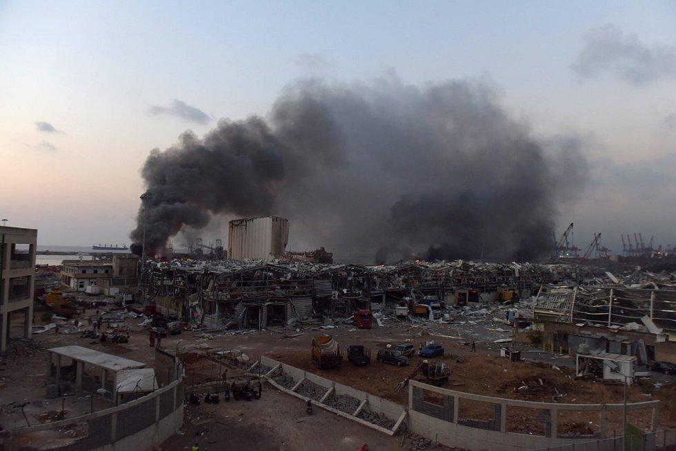 Vista general de la zona del puerto de Beirut donde se produjo la explosión. En ella se puede contemplar la magnitud del suceso.