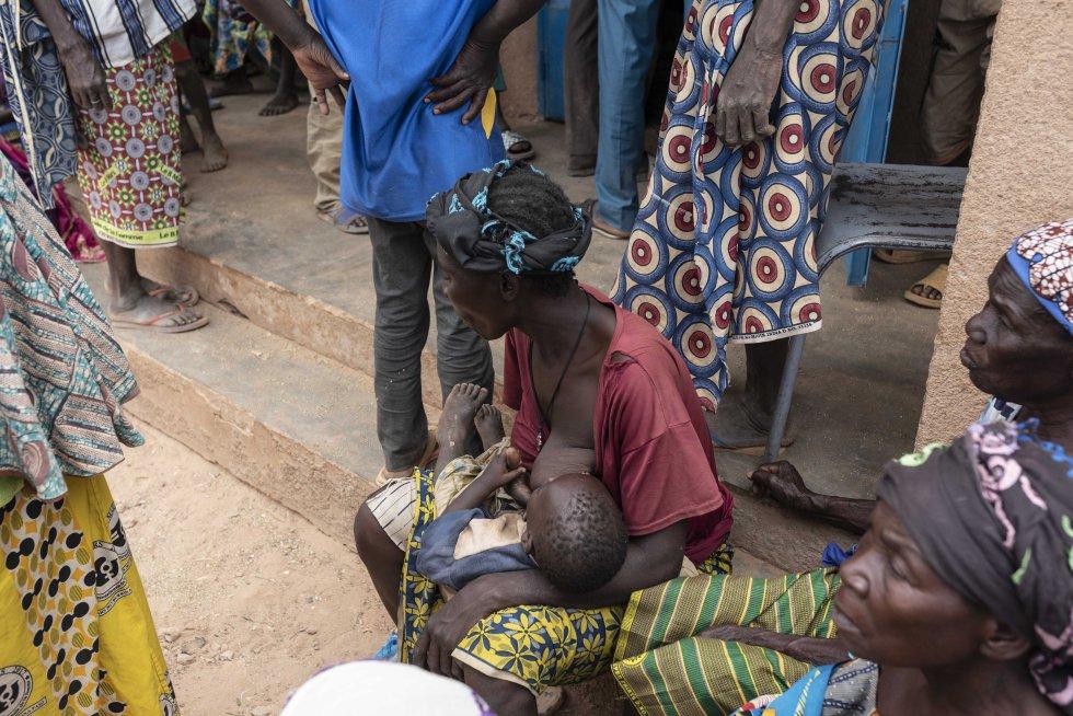 Cada día llegan nuevos grupos de desplazados, cientos de personas, incluyendo mujeres viudas, niños y personas con discapacidades. Las necesidades son cada vez más complejas de satisfacer.