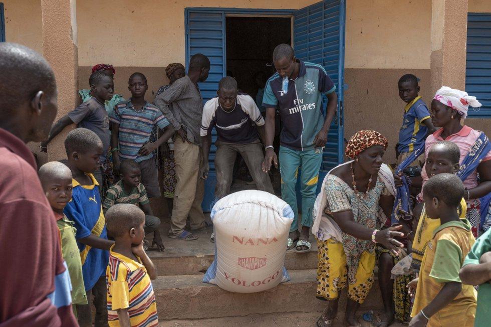 """""""El Sahel requiere, más que nunca, una atención mayor y coordinada de los Estados de la región y de la comunidad internacional para frenar la espiral de violencia y crear así un entorno propicio para el desarrollo socioeconómico inclusivo y sostenible"""", opina Mohamed Ould Cheikh Ghazouani, actual presidente del G5 Sahel. Es necesario fortalecer los sistemas de alimentación y nutrición, en una región en la que 5,5 millones de personas corren el riesgo de sufrir inseguridad alimentaria, según las estimaciones de las Naciones Unidas."""