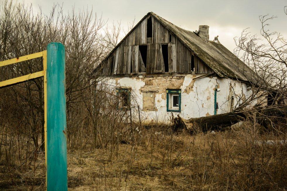 Las personas que decidieron quedarse conviven con las propiedades destruidas de los que fueron sus familiares o amigos. Según el Gobierno ucranio, continúa habiendo 1,4 millones de desplazados internos en el país. Otros organismos internacionales como el Centro de Monitoreo de Desplazamiento Interno (IDMC), reducen la cifra hasta los 730.000.