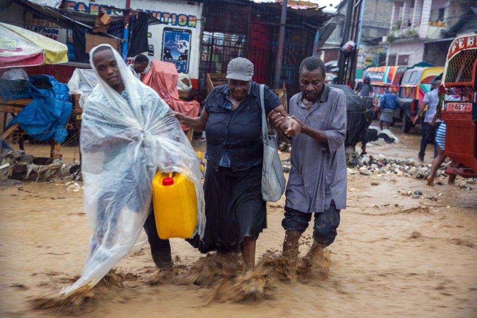 Inundaciones durante el paso del ciclón en Puerto Prince, Haití.