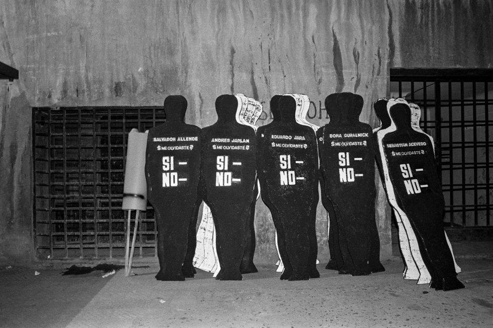 """Campaña por el 'no' por el movimiento opositor Mujeres por la Vida. """"Nos necesitamos para poner fin a este drama nacional,"""" escribieron en 1986."""