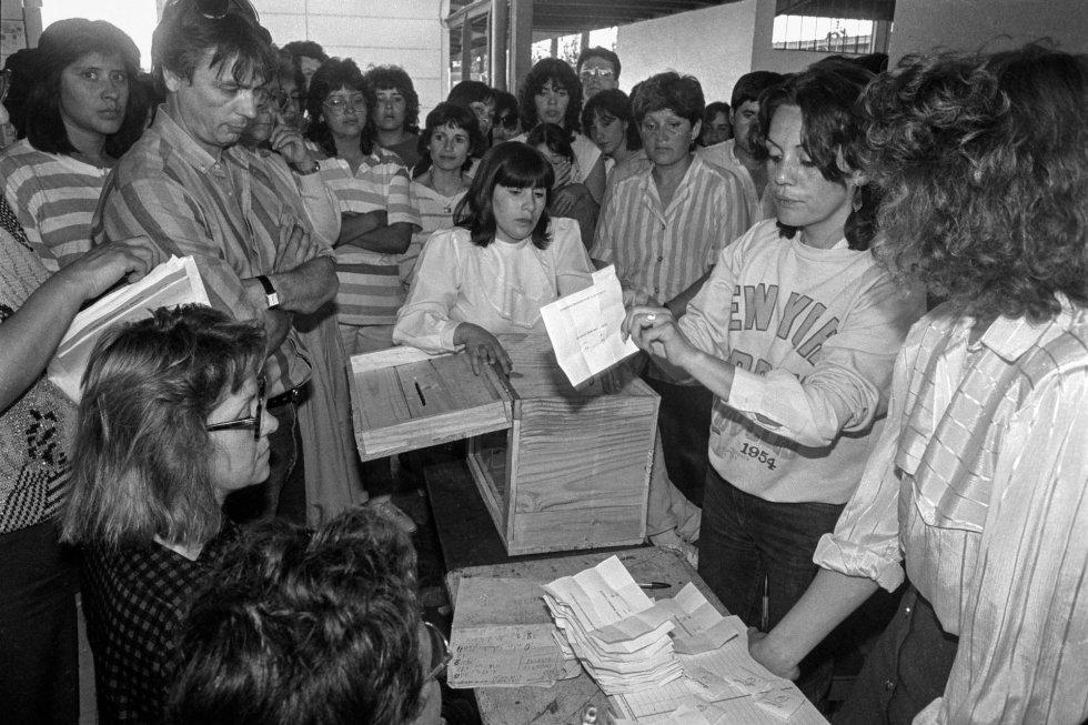 Conteo de votos en la capital chilena.