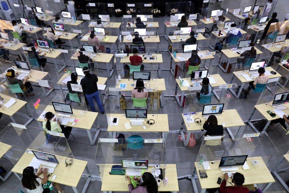Manila es conocida como la capital mundial de los call centers y la mayoría de los jóvenes maestros contratados para Tele-Aral, trabajaron antes en ellos por lo que tienen experiencia en atención al cliente por teléfono o Internet, una iniciativa que busca mitigar la brecha digital en la educación de la nueva normalidad.