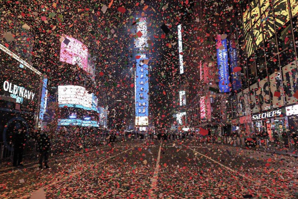 Vista geral da Times Square (Nova York) durante a celebração do Ano Novo.