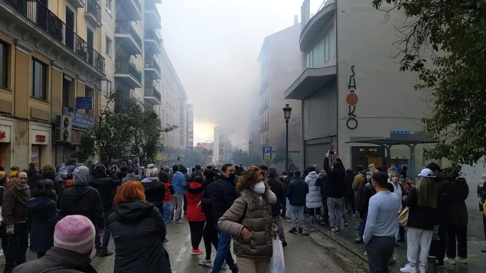 Numerosos efectivos de Policía Nacional y de emergencias se encuentran en la zona, que ha sido acordonada.