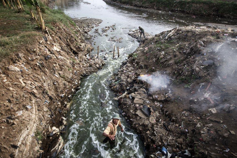 Análises recentes realizadas no rio Citarum detectaram um nível alarmante de substâncias tóxicas, produto de derramamentos de têxteis, com valores mil vezes superiores aos níveis estabelecidos pela Europa como seguros para humanos.  O uso de suas águas é extremamente perigoso para a vida de 30 milhões de pessoas que vivem nesta região.