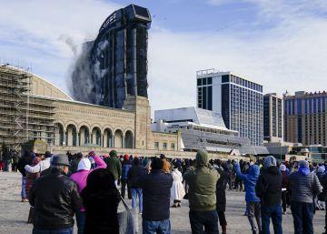 El derribo de un casino de Trump, en imágenes