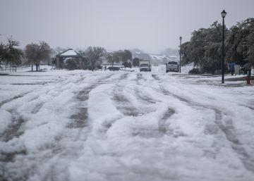Tres días sin electricidad en Texas, en imágenes