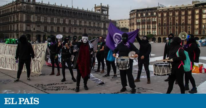 La protesta feminista frente a Palacio Nacional por el 'caso Salgado Macedonio', en imágenes