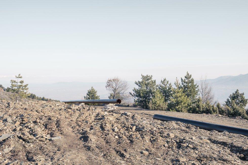 El recorrido del gasoducto Skopje-Tetovo-Gostivar atraviesa el parque forestal de Vodno. Los ecologistas están en contra del paso del conducto por la montaña, y advierten de que causaría daños irreversibles a su valioso ecosistema.