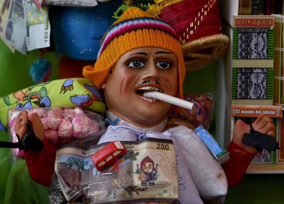 La tradición se inició en 1781 cuando el gobernador intendente de La Paz, José Sebastián de Segurola, ordenó celebrar una fiesta anual en honor a la deidad denominada Ekeko, en agradecimiento porque la ciudad se salvó del cerco indígena de Túpac Katari.