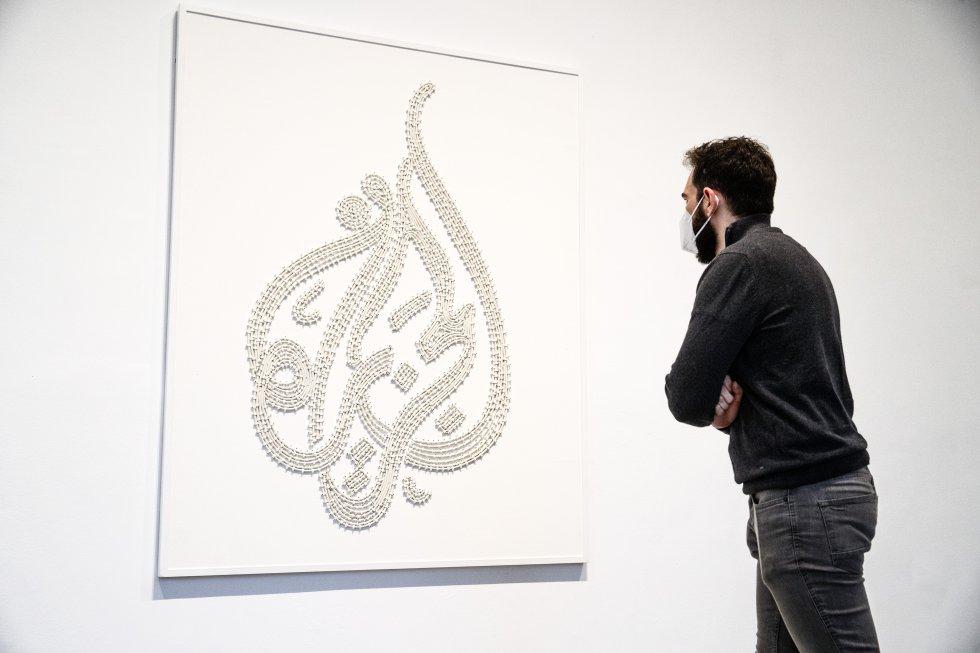 """Con 'Al Jazeera' (2007), Mounir Fatmi """"pretende desarticular las promesas ideológicas y tecnológicas que formulan las imágenes en internet""""."""