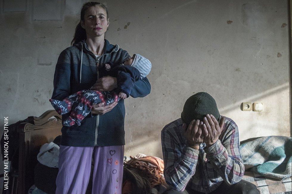 Azat Gevorkyan y su esposa Anaik son fotografiados antes de salir de su casa en Lachin, Nagorno-Karabaj, el último distrito que fue devuelto al control de Azerbaiyán tras la Segunda Guerra de Nagorno-Karabaj. El conflicto entre las etnias armenia y azerbaiyana por la disputada región de Nagorno-Karabaj, en el sur del Cáucaso, se reanudó en septiembre, tras una pausa de 30 años.