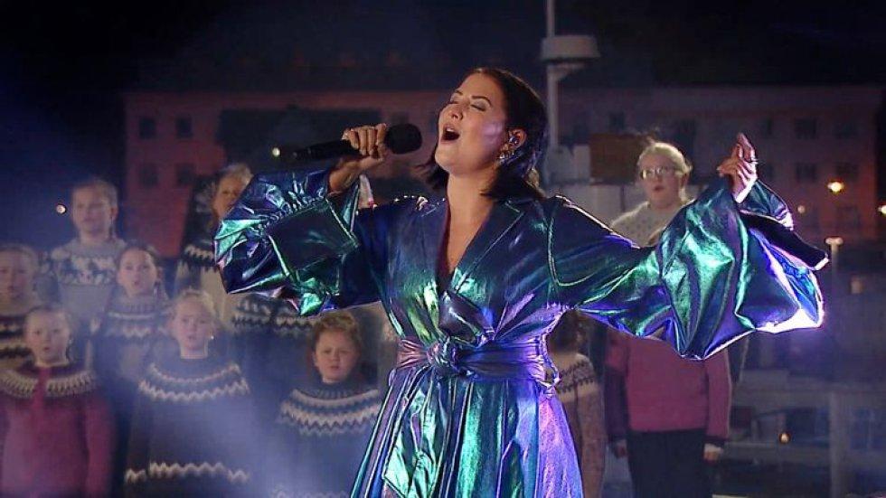 Molly Sandén, durante su actuación en los Oscar 2021, en el Dolby Theater, en Los Ángeles (EE UU).
