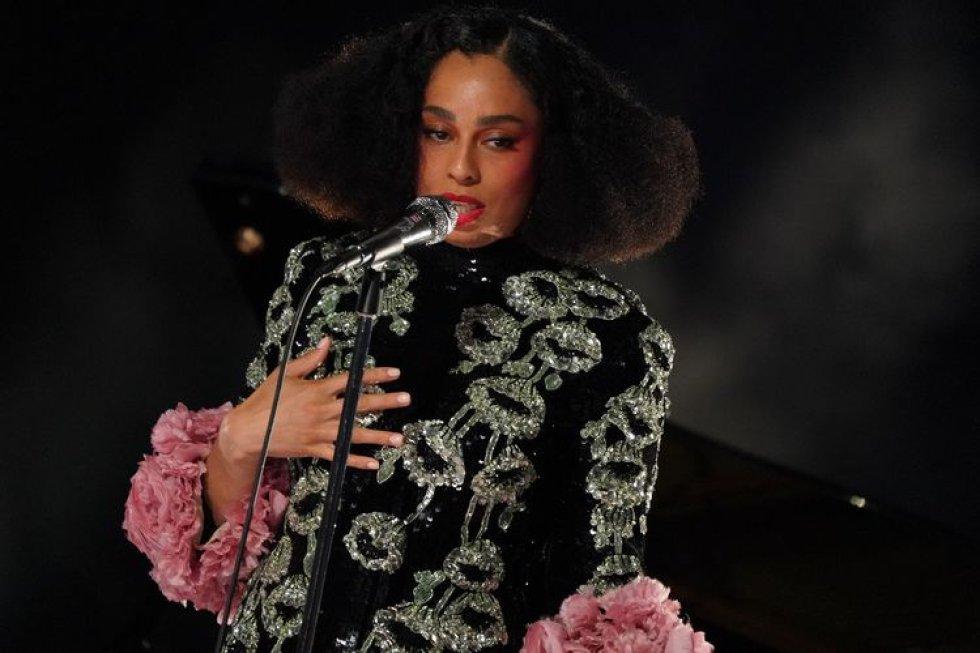 La cantante Celeste, durante su interpretación de la canción 'Hear My Voice' en la ceremonia de los premios Oscar, en Los Ángeles.