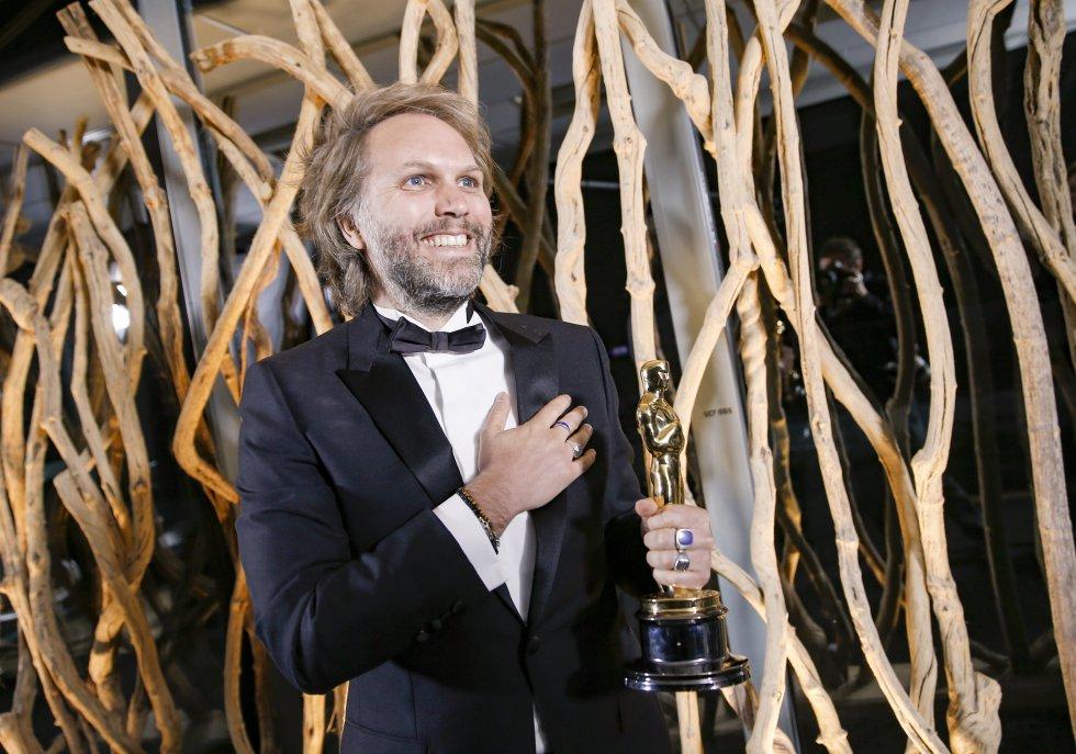 Florian Zeller recibe el Oscar a mejor guion adaptado por el 'El padre', en París.