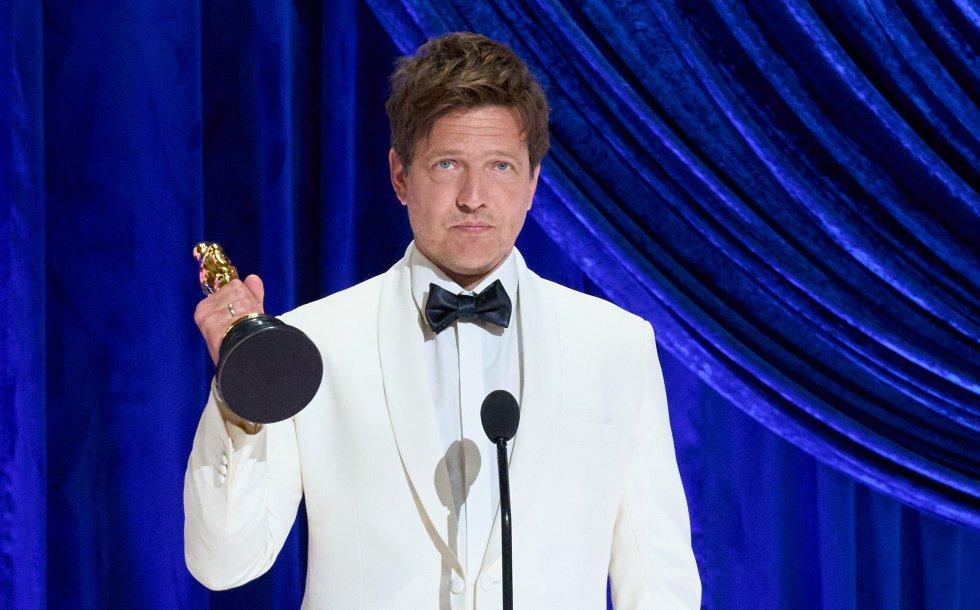 Thomas Vinterberg recibe el Oscar a mejor película internacional por 'Otra ronda'.