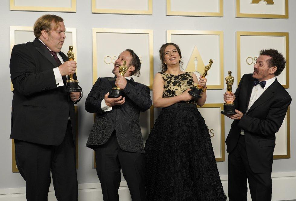 Phillip Bladh, Carlos Cortés, Michelle Couttolenc y Jaime Baksht, ganadores del premio al mejor sonido por 'Sound of Metal'.