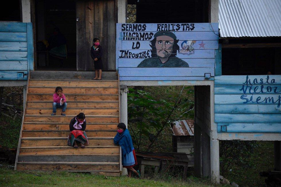 """Se trata de una """"travesía por la vida"""", asegura el comunicado firmado por el subcomandante Galeano, conocido antes como subcomandante Marcos."""